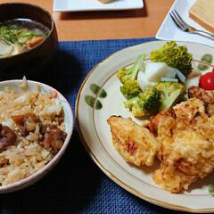 鶏三昧定食/生姜スープ/親鳥の混ぜごはん/つや姫/鶏天/ごはんメモ 今夜のごはん📝 *いつもの鶏天とお好み天…
