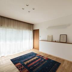 レトロ/シンプル/リノベーション/リフォーム/改修/新築/... ピアノのある応接室。床はナラフローリング…