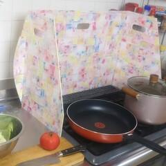 コンロ専用パネル/油跳ね防止パネル/+wonder/アイカ工業/男の台所/キッチンパネル/... 自分で作りました!  掃除が簡単、コンロ…