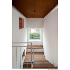 ベンチ/階段/大きな窓/読書/窓辺/ラワン 【サンチャノヤネ】階段踊り場のベンチ 階…