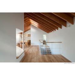 屋根/架構/垂木/梁/ベンチ/リビング/... 【サンチャノマド】垂木が連続するリビング…(1枚目)