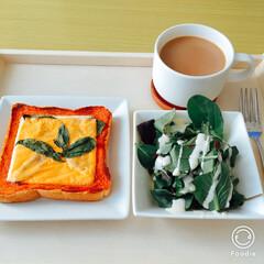 休日/朝ごはん/おうちごはん 休みの日  仕事の日は朝ごはんは カフェ…