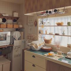 カゴ収納/棚DIY/浮かせる収納/DIY/簡単DIY/LIMIADIY同好会/... 先日、キッチンの棚や壁紙をDIYしました…(1枚目)