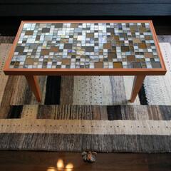 リビングテーブル/オーダー家具/無垢材/ウォルナット/サイドテーブル/ガラスタイル/... ハッシュテーブル。ガラスタイルを天板に張…