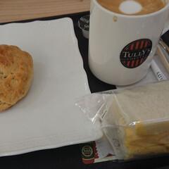 スコーン/玉子サンド/ランチ/カフェオレ/タリーズコーヒー/グルメ/... ランチは久々にタリーズへ。 玉子サンドは…