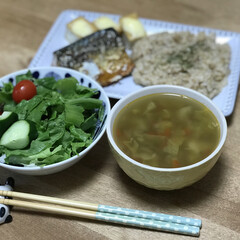 夕ご飯/サラダ/チーズ/厚揚げ/サバ/コンソメスープ/... いつの日かの夕ご飯!手抜きしまくりですね…