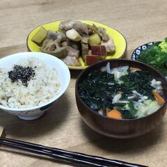 蓮根/さつまいも/味噌汁/鶏肉/時短レシピ 昨日の夕ご飯。メインは鶏肉と根菜の黒酢炒…