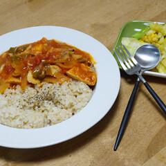 時短料理/コーン/キャベツ/トマト/トマト煮 いつの日かの夕ご飯です!野菜もタンパク質…