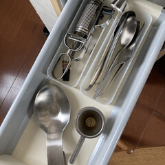 NEWデザイン カイボイスン サービススプーン サテン 艶消し(フォーク)を使ったクチコミ「無印良品の収納ケースに入れたキッチンツー…」