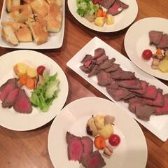 夕食/手作りパン/北欧食器/おうちごはん/暮らし/エエヴァ/... 夕食にフォカッチャとローストビーフを作り…