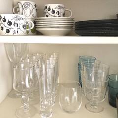 アラビア パラティッシ ブラック ティーカップ&ソーサー 280ml 北欧 食器 カップ&ソーサー ブラックパラティッシ おしゃれ   Paratiisi(カップ、ソーサー)を使ったクチコミ「キッチン造り付け食器棚の様子。ガラスの器…」(1枚目)
