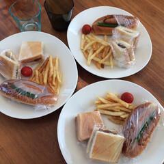 イッタラ カルティオ レイン 951201 タンブラー 210ml 2個入り | イッタラ(コップ、グラス)を使ったクチコミ「お昼ご飯に、カツサンドとホットドッグを。…」(1枚目)