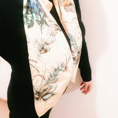 しまむら/ファッション/おすすめアイテム/暮らし/フォロー大歓迎 しまむらの2ピンクで、スカーフ付きのニッ…(1枚目)