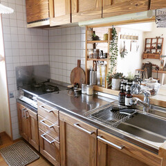 扉DIY/システムキッチン/セルフリノベーション/リノベーション/木工/原状回復/... オレンジ色だったシステムキッチンは杉板と…