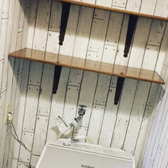 棚/脱衣所/リメイクシート/壁紙/DIY/インテリア/... 洗濯機の周りを替えて見ました。うちは脱衣…