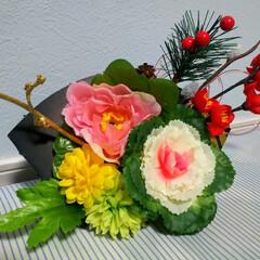 グルーガン楽しい/造花アレンジ/お正月2020/ダイソー/セリア/100均/... 100均造花でお正月飾りを✨ 本当は生花…