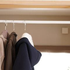 簡易物干し/物干し場所/突っ張り棒/鴨居フック/物置/和室/... 我が家のコート置き場(笑)  リビングと…