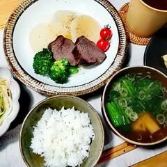 塩昆布でナムル/新しいお皿♡/おうちごはん 本日の夕ご飯は牛肉と大根のスープ煮。 コ…
