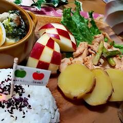 今日の夕飯/旗/市松模様/りんご りんご🍎を大量にいただいたので、食後のデ…