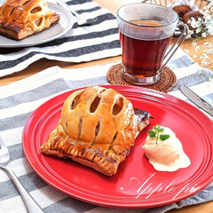 Natural Kitchen/アップルパイ/手作りスイーツ/おやつtime/LIMIAFESTA/キャンドゥ/... アップルパイを焼きました🍎 半割のりんご…