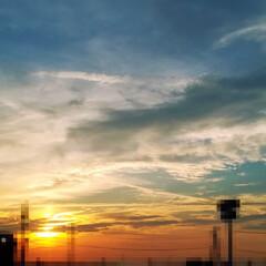 グラデーション/夕焼け/空/おでかけ/風景/暮らし/... 久しぶりに空の写真📷  夕焼け空のオレン…