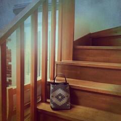 簡単ハンドメイド/セリア/百均/マルチマット/オルテガ柄/縫わずにグルー/... 郵便物〜 仕分けしたら、娘の物は階段に置…