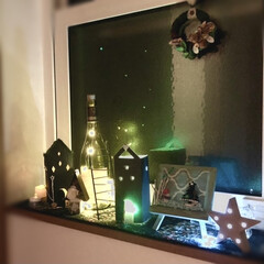 ワインボトル/毛糸リース/LEDキャンドルライト/星形モチーフ/牛乳パックリメイク/ハンドメイド雑貨/... 夜のクリスマスディスプレイ🎄  牛乳パッ…