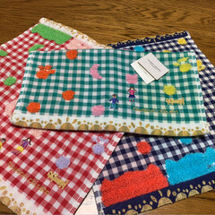 冬物セール/tsumori chisato/ハンドタオル/手袋/フォロー大歓迎 冬物一掃大バーゲン 1枚目は、赤い手袋 …(2枚目)