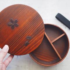 若兆 曲げわっぱ 丸弁当箱 桜 ブラウン FH30SU(スプーン)を使ったクチコミ「木目模様が美しい、曲げわっぱの弁当箱です…」(1枚目)