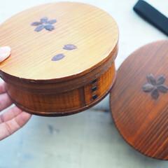 若兆 曲げわっぱ 丸弁当箱 桜 ブラウン FH30SU(スプーン)を使ったクチコミ「おきにいりの曲げわっぱ弁当箱。木目柄が美…」(1枚目)