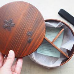 若兆 曲げわっぱ 丸弁当箱 桜 ブラウン FH30SU(スプーン)を使ったクチコミ「曲げわっぱの弁当箱。中に木製の仕切りが付…」(1枚目)