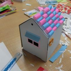 家族(ファミリー)/女の子/子供/夫婦/男の子/休日/... ピンクとブルーの折り紙を組み合わせて作っ…