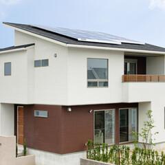屋根 太陽に顔を向けるような南向き片流れ屋根は…