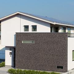 モダン/スタイリッシュ 3寸勾配の切妻屋根に、フラットなシルエッ…