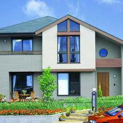 ラグジュアリー/屋根 招き屋根とオーバーハングの凹凸による重厚…