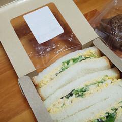 キッチン/チキンレッグ/玉子サンド/ランチボックス 今日のランチ 丁寧に焼いたチキンレッグと…(1枚目)