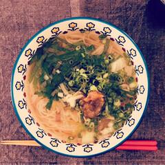 素麺/おうちごはん 梅干煮麺。 頂き物の素麺は秋口までいつも…