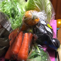 新鮮野菜/おでかけ 今日はお野菜と今お気に入りのパン屋さん🍞…