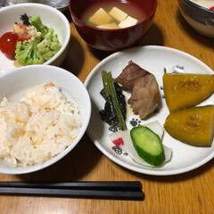 晩御飯/ご飯/暮らし 今日の晩御飯😋よさむらさんの鮭ご飯の投稿…