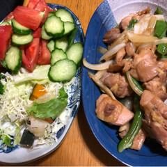 晩御飯 今日の晩御飯❣️鶏肉のにんにく醤油漬けを…