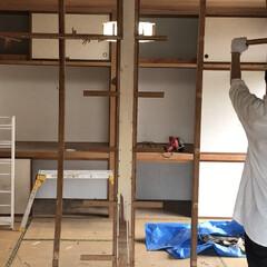 リノベーション/中古物件/セルフリノベーション/砂壁/和室改造/和室/... 間柱はクイクイっとひねりながら外します。…