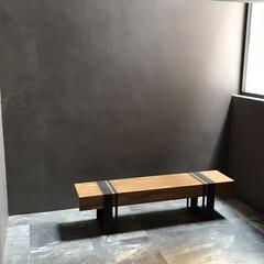 リノベーション/中古物件/セルフリノベーション/男前インテリア/玄関/DIY/... 玄関に置きたい椅子。 グレーの背景がカッ…