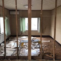 和室リフォーム/和室/和室改造/砂壁/セルフリノベーション/中古物件/... 壁の取り壊しが終わりました。 次は柱を切…