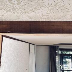 リノベーション/セルフリノベーション/DIY 敷居があった場所で、取り除いた後穴が空い…