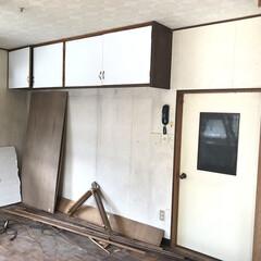 男前インテリア/ホワイト/キッチン/リノベーション/セルフリノベーション/DIY キッチン側の作業に移ります。 まずは棚を…