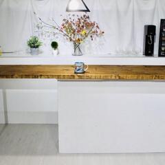 カウンターキッチン/カウンターテーブル/セルフリノベーション/中古物件/フォロー大歓迎/DIY/... 照明を下ろすとさらに雰囲気がでます。1万…