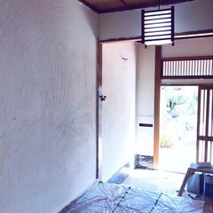 砂壁/漆喰壁/漆喰/玄関/セルフリノベーション/中古物件/... 柱や天井をどうするか決めてないので探り探…