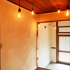 リノベーション/セルフリノベーション/中古物件/漆喰/玄関/DIY/... 照明つけて、ついに玄関完成しました。 今…
