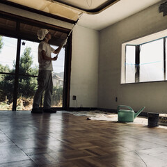 リビング/モノトーン/ホワイト/リノベーション/セルフリノベーション/DIY 天井ペンキ塗り。真っ白な部屋にします。 …