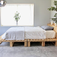 寝室リフォーム/寝室/アーバニア/無印/パレットベッド/パレットDIY/... セルフリノベーションした部屋に、パレット…